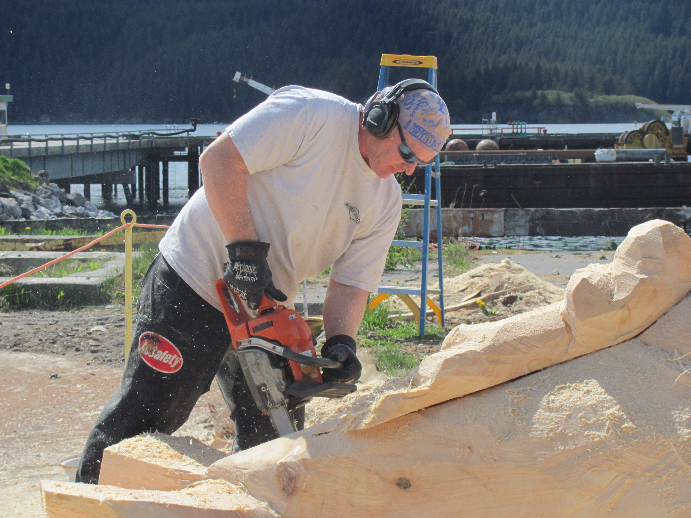 Chainsaw carvings in seldovia