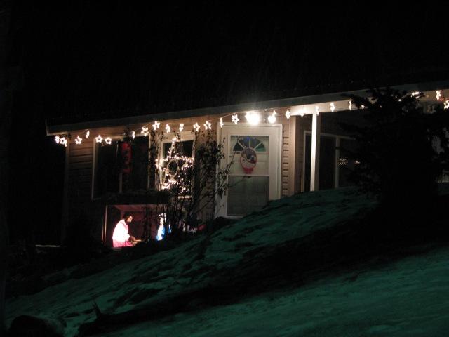 1_121224_ChristmasLightingConstest-DCrawford_IMG_0390