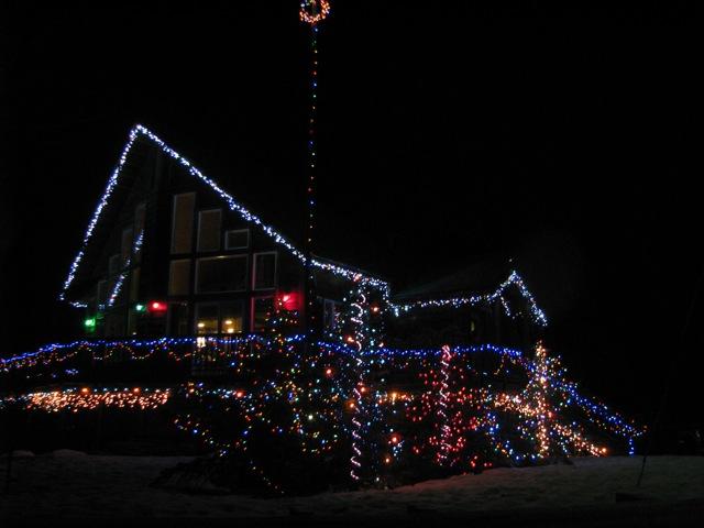 6_121224_ChristmasLightingConstest-DCrawford_IMG_0404
