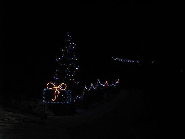 8_121224_ChristmasLightingConstest-DCrawford_IMG_0415