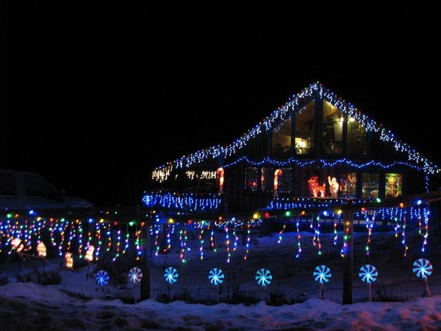 9_121224_ChristmasLightingConstest-DCrawford_IMG_0425
